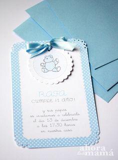 Invitación con osito en azul para un primer cumpleaños