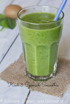 Kiwi Smoothie - A healthy green smoothie that actually tastes good! Loaded with Kiwi, banana, yogurt, and plenty of spinach. I PROMISE you will never know there is spinach in there! Yummy Drinks, Healthy Drinks, Healthy Snacks, Healthy Recipes, Free Recipes, Milk Shakes, Healthy Green Smoothies, Fruit Smoothies, Juice Smoothie