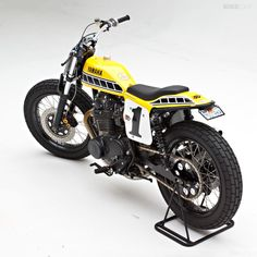 maybe I need something like this for bombing around the city - Yamaha dirt tracker by Jeff Palhegyi Design Yamaha Cafe Racer, Yamaha 650, Yamaha Motorcycles, Dirt Bike Yamaha, Dirt Bikes, Custom Motorcycles, Flat Track Motorcycle, Tracker Motorcycle, Cafe Racer Motorcycle