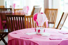 A Luna ganhou uma festinha com muitos balões para comemorar seu primeiro ano de vida! A decoração ficou por conta da Party to Be, que optou por uma cartela