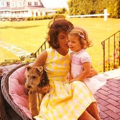 Jackie Kennedy and Caroline Jacqueline Kennedy Onassis, John Kennedy, Estilo Jackie Kennedy, Les Kennedy, Jaqueline Kennedy, Caroline Kennedy, Sweet Caroline, Southampton, Familia Kennedy