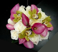Another beautiful bouquet.  I like the contrast in colors.  I want my bridesmaids bouquets to be about this size.