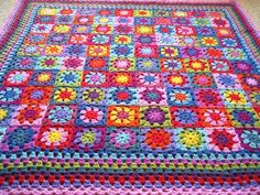 Summer Garden Granny Square Throw by Lucy @ Attic24. You can find the tutorial here: http://attic24.typepad.com/weblog/summer-garden-granny-square.html