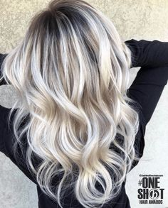 )🌟 👉🏻Going from 4 inch dark roots with platinum b… 🌟(Formulas!)🌟 👉🏻Going from 4 inch dark roots with platinum blondish ends, to a rooted balayage! Blonde Hair With Roots, Ice Blonde Hair, Blonde Hair Looks, Icy Blonde, Blonde Wig, Blond Hair Colors, Summer Blonde Hair, Brassy Blonde, Bleach Blonde Hair