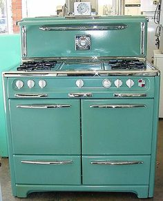 Vintage Home BLUE KITCHEN: They say this is blue. It actually looks a little greenish (aqua?) I love that it have side by side ovens, a wide cook top and a retro look. - Where do you go when you need a vintage stove rebuilt, re-porcelined and rechromed Antique Stove, Décor Antique, Vintage Antiques, Antique Decor, Vintage Design, Retro Vintage, Vintage Items, Vintage Stuff, Vintage Decor