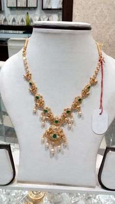 Gold Earrings For Women, Gold Necklace Simple, Gold Jewelry Simple, Pearl Necklace Designs, Jewelry Design Earrings, Gold Earrings Designs, Gold Bangles Design, Gold Jewellery Design, Gold Jhumka Earrings
