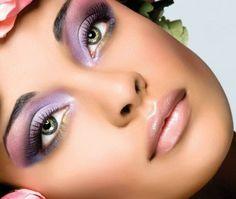 Colore di ombretto per enfatizzare gli occhi verdi. www.profumissimaonline.com