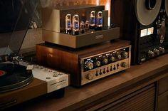 366 отметок «Нравится», 5 комментариев — @speakersandcoffee в Instagram: «#speakersandcoffee #interior #vinyl #sound #hifi #record #amp #audio #player #marantz #tape #tube…»