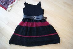 Black/red fantasy-dress in progress :-)