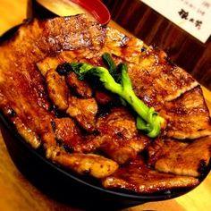 【豚丼部門】豚大学 Japanese Bowls, Japanese Food, Fine Dining, Bon Appetit, Sushi, Nom Nom, Curry, Pork, Rolls