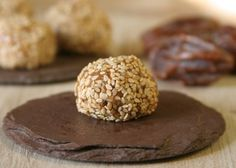 #Glutenfree Almond Health Balls are making my mouth water! (and easily #vegan) from @hallieklecker