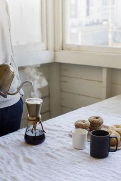Pour over with donuts and bagels - kaffee liebe // coffee lover - Coffee I Love Coffee, Coffee Break, My Coffee, Coffee Drinks, Morning Coffee, Coffee Cups, Coffee Maker, Chemex Coffee, Coffee Art