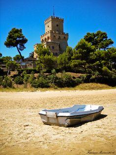 Torre di #Cerrano in a day of midsummer | By Francesco Moscone - #AbruzzoRuralProperty
