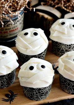 Gesichter von Mumien auf Cupcakes leckere Ideen