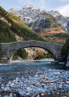 Breathtaking beauty. Valle de Bujaruelo, Spain (by David Gimeno Redondo)