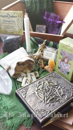 Divination Altar Box, Tarot Cards, Rune Set, Pendulum, Wiccan Traveling Altar, Ritual Tools, Spiritual Supplies, Gift Set, Pagan Tools
