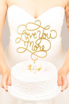 Bruidstaart topper Love You More taart topper door BetterOffWed