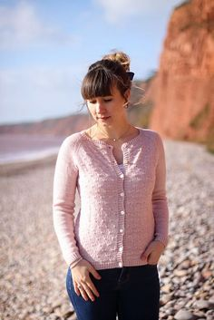 Dandelion (Lady Mademoiselle) pattern by Anna Dervout – Knitting patterns, knitting designs, knitting for beginners. Knitting Basics, Knitting For Beginners, Jumpers For Women, Cardigans For Women, Knitting Designs, Knitting Patterns, Pullover Mode, Circular Knitting Needles, Simple Knitting