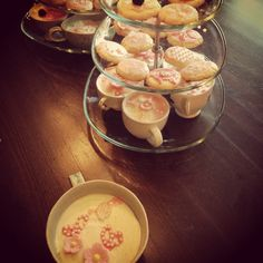 Birthday tea party Tea Party Birthday, Pink Birthday, Cup Cakes, Teacup, Party Ideas, Ethnic Recipes, Food, Tea Cup, Cupcakes