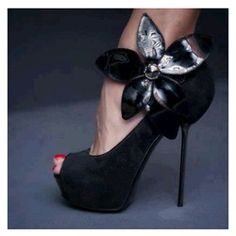 Magnificent Black Suede Flower Decoration High Heel Shoes