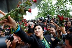 Former Thai Prime Minister Yingluck Shinawatra greets supporters as she arrives at the Supreme Court for a trial on criminal negligence looking into her role in a debt-ridden rice subsidy scheme during her administration, in Bangkok, Thailand, August 5, 2016. REUTERS/Jorge Silva
