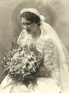 This style must have been welcome for many brides, who for more than a decade had little choice but to follow the prevailing cloche veil fashion. Description from pinterest.com. I searched for this on bing.com/images