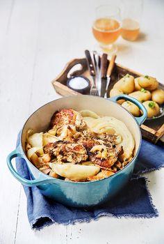 Fårikål med hvitløk høres kanskje dristig ut, men med noen fedd hvitløk kan du virkelig sette spiss på fårikålen i høst.