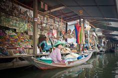 Chaing Mai_floating market. Wat(temple) / Baht(Currency) / Hot(climate) - Aug 2014