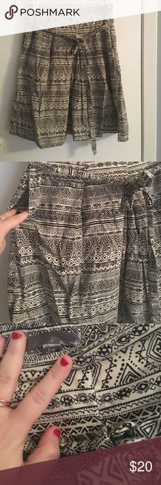 Great skirt with pockets Great condition Forever 21 Skirts Midi