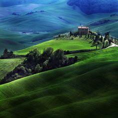 petitpoulailler:    lori-rocks:Tuscan Atmosphere by Edmondo Senetore