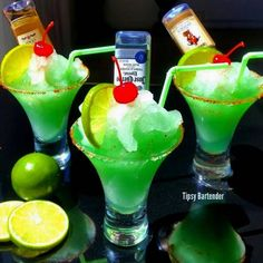 GREEN SHOTS Ice oz ml) White Rum oz ml) Melon Liqueur Splash Triple Sec Splash Blue Curacao Sweet & Sour Salted Rim with a Little Tajin Blend all together . Garnish: alcohol mini bottles of your choice, and a cherry/lime a top. Party Drinks, Fun Drinks, Alcoholic Drinks, Refreshing Drinks, Smoothies, Green Shot, Cocktail Shots, Tipsy Bartender, Frozen