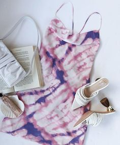There is 1 tip to buy dress. Tie Dye Socks, Batik Dress, Sabo Skirt, Romper Pants, Clothing Hacks, Blouse Outfit, How To Dye Fabric, Stunning Dresses, White Tees