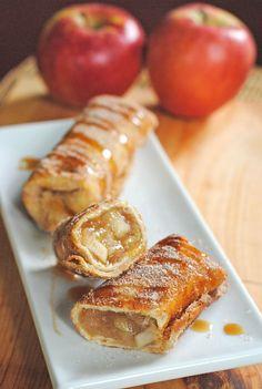 Cinnamon Apple Dessert Chimichangas - Best Cake recipe Featured Cookies and desserts Cinnamon Desserts, Apple Desserts, Cinnamon Apples, Apple Recipes, Just Desserts, Sweet Recipes, Fall Recipes, Cinnamon Oil, Think Food