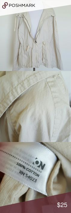 """Old Navy XL Tan Lightweight Utility Jacket EUC. Small mark by shoulder (pictured) BUST 46"""" LENGTH 25"""" Old Navy Jackets & Coats Utility Jackets"""