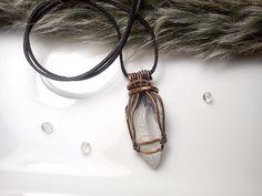 Prívesok s krištáľom, medený, kryštáľ, tepaný prívesok, drôtený šperk, medený šperk