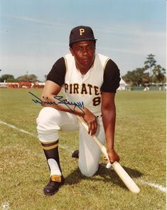 here's a willie stargell signed 8 x 10 photo from back in the day. my buddy wanted to get willie stargell's auto, so i went along for the ri. National Baseball League, Negro League Baseball, National League, Baseball Dugout, Pro Baseball, Baseball Players, Baseball Uniforms, Baseball Jerseys, Baseball Field