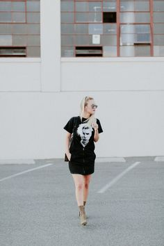 How to style a graphic tee with black denim overalls Graphic Tee Style, Graphic Tees, Justin Bieber Shirts, Denim Overalls, Overall Dress, Black Denim, Casual Looks, Ballet Skirt, Skirts