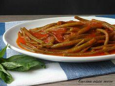 I fagiolini al pomodoro sono un contorno semplice, gustoso, leggero da mangiare caldo ma sono ottimi anche freddi e non dimenticate di fare la scarpetta!