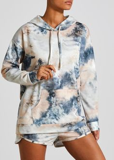 Chill out in the tie dye trend. This soft hoodie features all-over pink, blue and white tie dye printing, offering a draw string hood and kangaroo pocket to hold any essentials. Partner with the matching tie dye shorts to complete a chilled weekend look. Tye And Dye, How To Tie Dye, Blue Tie Dye, Tye Dye, Tie Dye Shirts, Tie Dye Sweatshirt, Tie Dye Fashion, Blue Fashion, Batik Mode