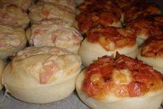 Minipizzy se základem ze zakysané smetany nebo rajčatového pyré | NejRecept.cz Nebo, Dumplings, Quiche, Sausage, Dairy, Pizza, Bread, Cheese, Chicken