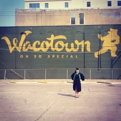 #Baylor graduation photos with the murals around Waco! (Via @amandanhall322 on Instagram)