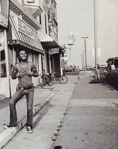 Bruce Springsteen in Long Branch, New Jersey. Photo by David Gahr. Taken from http://whenyouawake.com/2011/06/13/snapshot-bruce-springsteen/