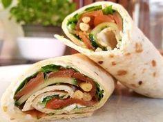 Smoked salmon, cream cheese, arugula and parmesan rolls - nourriture Wrap Recipes, Quick Recipes, Healthy Recipes, Salmon Recipes, Pasta Recipes, Pizza Wraps, Food Film, Lunch Wraps, Mini Pizza