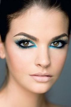 Dramatic Aquamarine Eyes with Bare Lips