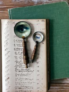 Last-minute Halloween decor: How to make spooky magnifying glasses.
