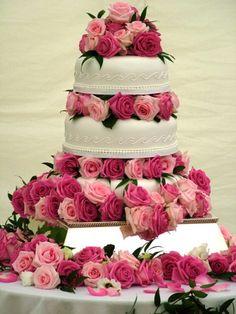 Google-kuvahaun tulos kohteessa http://www.visitrenotahoe.com/images/weddings/wedding-cake3.jpg