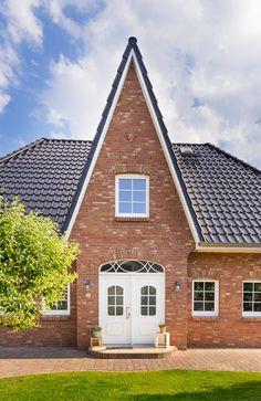 Fassadengestaltung einfamilienhaus rotes dach  Roter Klinker, rotes Dach, weiße Fenster | Cool | Pinterest ...