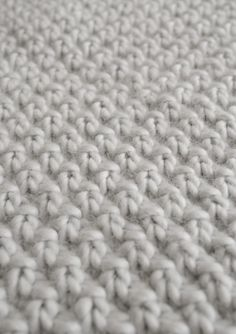 Double Seed Stitch Blanket - I love this stitch! So simple, so beautiful! ♥