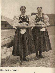 Dievčatá z Lúčok, 30.roky, Kremnica 7 Continents, Heart Of Europe, Big Country, Costume Dress, Vintage Pictures, Czech Republic, Homeland, Folklore, Evolution