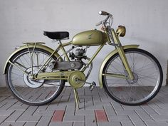 Alpino - motore centrale - 48 cc - 1960 Vintage Moped, Antique Auctions, Antiques, Climbing, Antiquities, Antique, Old Stuff